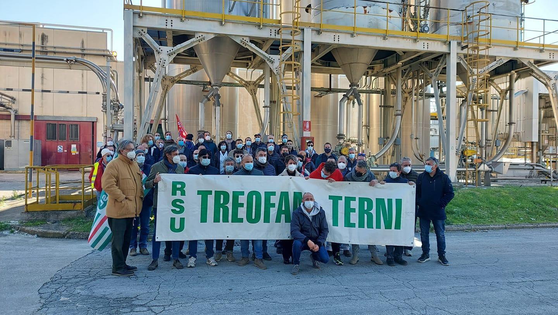 Treofan chiude per sempre, l'addio dei lavoratori su Facebook