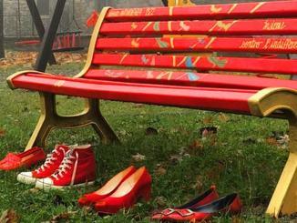 Panchine rosse contro la violenza sulle donne: odg del M5S