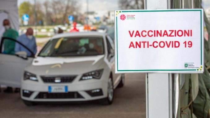 Donatella Tesei in visita al centro vaccini in zone sisma