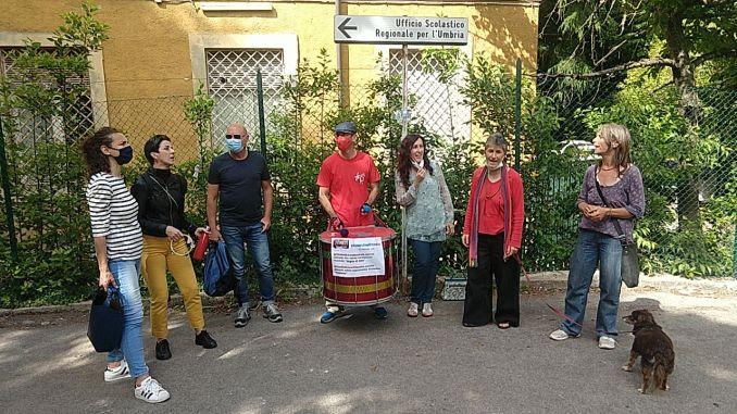 Liceo Mariotti, pochi docenti e genitori al presidio davanti all'Usr Umbria