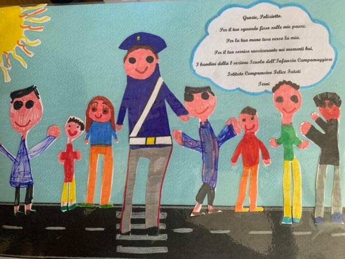 Polizia di Stato sui banchi di scuola, in mezzo ai piccoli studenti