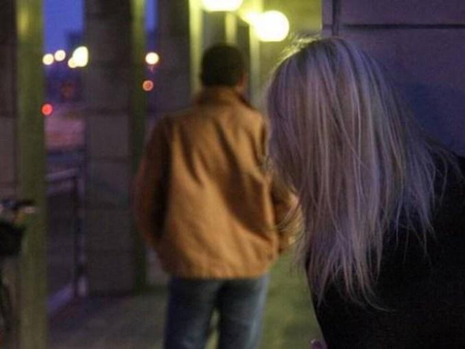 Amante scatenata non placa la passione e perseguita la sua vittima