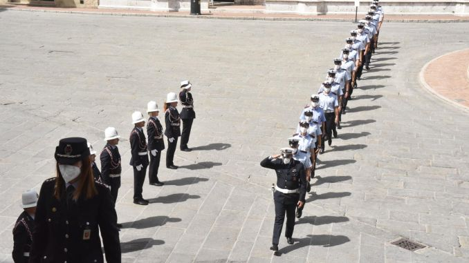 La cerimonia di giuramento dei 18 agenti della polizia locale di Perugia