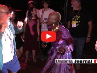 Angelique Kidjo, balla il popolo di Umbria Jazz coi ritmi africani