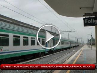 Furbetti cercano di viaggiare gratis in treno, beccati