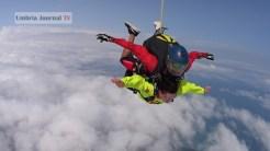 Nonna vlocante si lancia col paracadute (2)