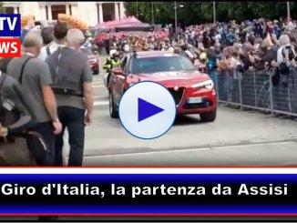 Giro d'Italia, ecco la partenza di Assisi, tutte le immagini della carovana
