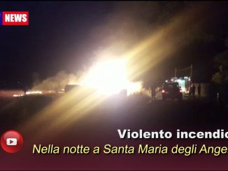 Vasto campo di paglia prende a fuoco ad Assisi, ore e ore di lavoro