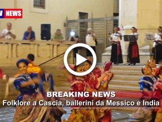 Folklore a Cascia ballerini provenienti da Messico e India