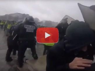 Sassate contro gli agenti in Francia, ma chi sono i Gilet gialli e cosa vogliono