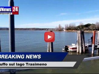 Trasimeno, due castiglionesi danno il benvenuto al 2019 tuffandosi sul lago