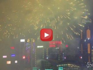 Capodanno cinese, 23 minuti di fuochi d'artificio a Hong Kong