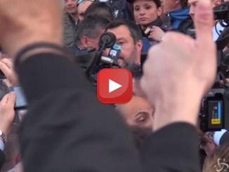 Fischi e applausi per Matteo Salvini a Verona quando il Ministro è arrivato al congresso