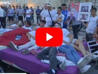 Albania vicino al collasso istituzionale. Migliaia in piazza contro Rama