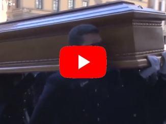 Franco Zeffirelli, la sua morte e in Duomo l' ultimo saluto al Maestro