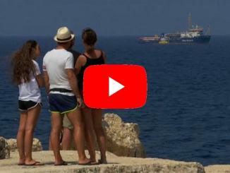 Sea Watch: Euronews alla Porta d'Europa, ancora ferma davanti a Lampedusa
