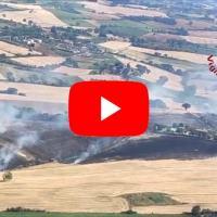 In volo con elicottero Vigili del fuoco, intervento incendio Lago Trasimeno