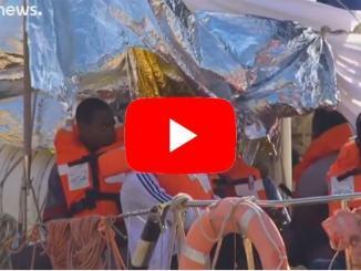 Migranti, nuovo braccio di ferro a Lampedusa, la Alex ferma sul molo
