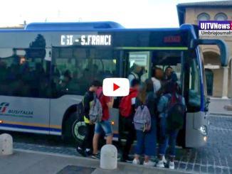 Situazione trasporti fra Assisi e Santa Maria, studenti pressati come sardine in scatola