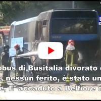 Attimi di panico a Belfiore di Foligno incendio distrugge autobus