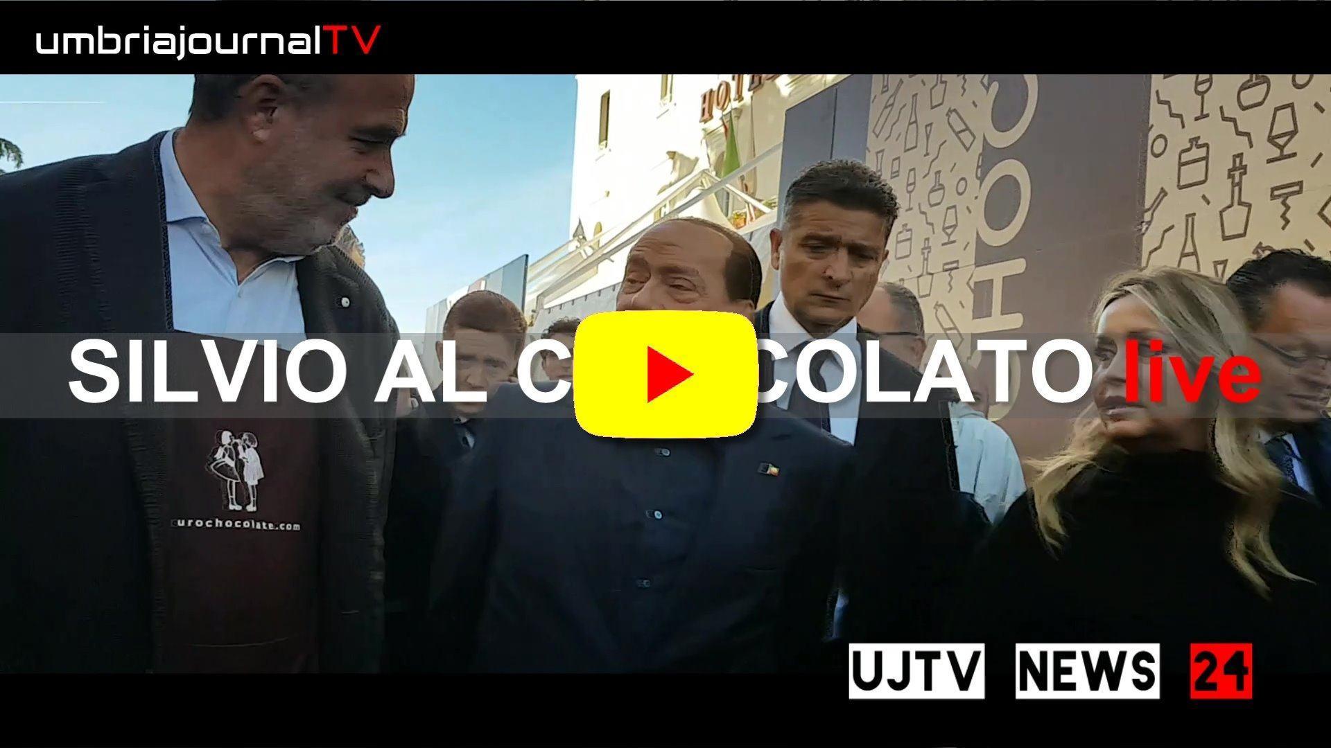 Ressa di giornalisti a Eurochocolate per visita Silvio Berlusconi tra gli stand
