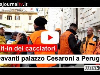 Cacciatori davanti palazzo Cesaroni a Perugia e in aula