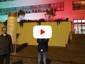 Un piccolo video del tricolore sul palazzo del Creo all'ospedale