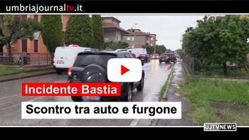 Furgone contro auto, incidente a Bastia Umbra, due feriti