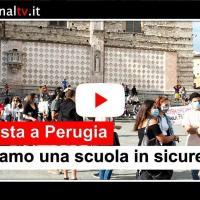 Chiedono una scuola pubblica in sicurezza, la protesta in piazza a Perugia