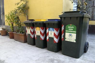 Rifiuti, nella raccolata differenziata piccoli passi avanti per i Comuni. Nessuno dei quattro ambiti territoriali integrati della Regione Umbria ha raggiunto l'obiettivo del 65% di raccolta differenziata per l'anno 2015