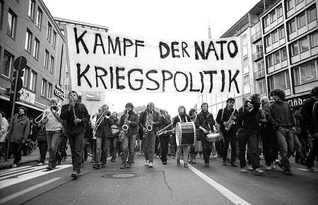 Umbruch Bildarchiv Bilder Fotos Friedensbewegung in