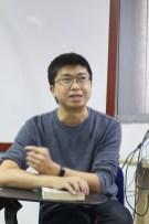 """锺福强向大家讲解道家哲学中的""""恍惚""""、""""玄德""""等概念。"""