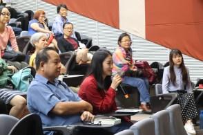 出席者在讨论环节提问。
