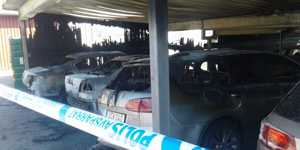 Some of the the cars that burned overnight in Ersboda, in the light of the morning. -Umeå Today