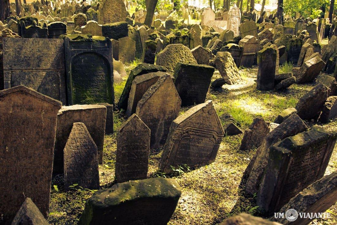 Resultado de imagem para cemitério judeu de Praga