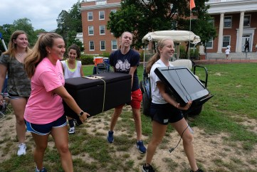 Move-In Day at UMW brought hundreds of new Eagles to campus. Photo by Norm Shafer.