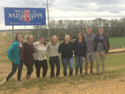 UMW students entering Mississippi to compete in the Southeastern Division of the Association of American Geographers.