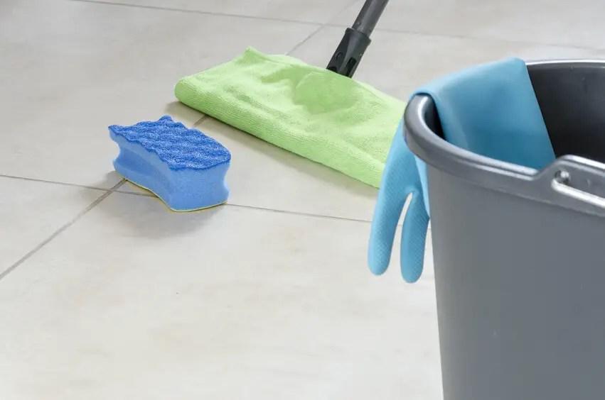 Beim Umzug selber putzen Teil 2 Das Badezimmer auf