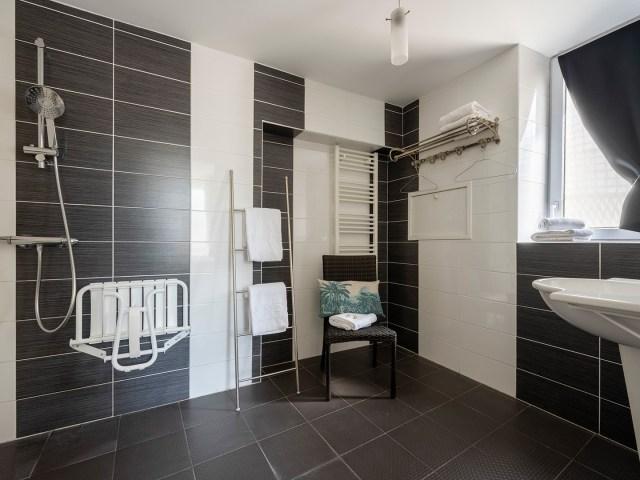 La Rochelle - salle de bain PMR