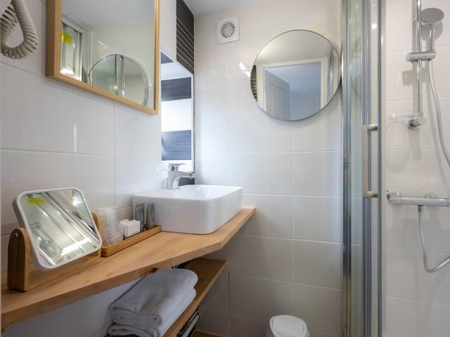 salle de bain de la chambre privilège - Vieux port - La Rochelle