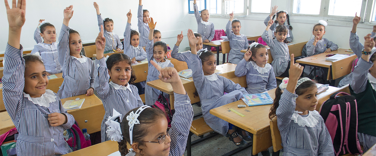 Estudiantes en un aula en el campo de refugiados de Jabalia en el norte de la Franja de Gaza.