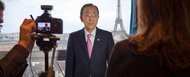 El Secretario General, Ban Ki -moon, en entrevista con el Centro de noticias de la ONU antes de la conferencia sobre cambio climático, COP21, en París, Francia. Foto ONU/Rick Bajornas