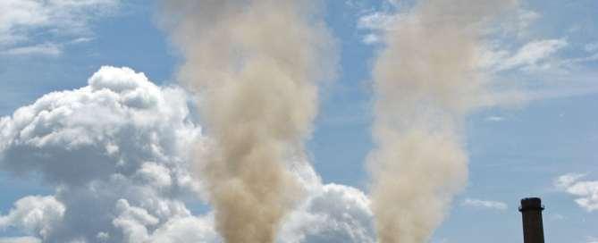 La región de América Latina y el Caribe arroja a la atmósfera 371 millones de toneladas métricas de dióxido de carbono por el consumo de madera y carbón. Foto de archivo: Banco Mudial/Lundrim Aliu