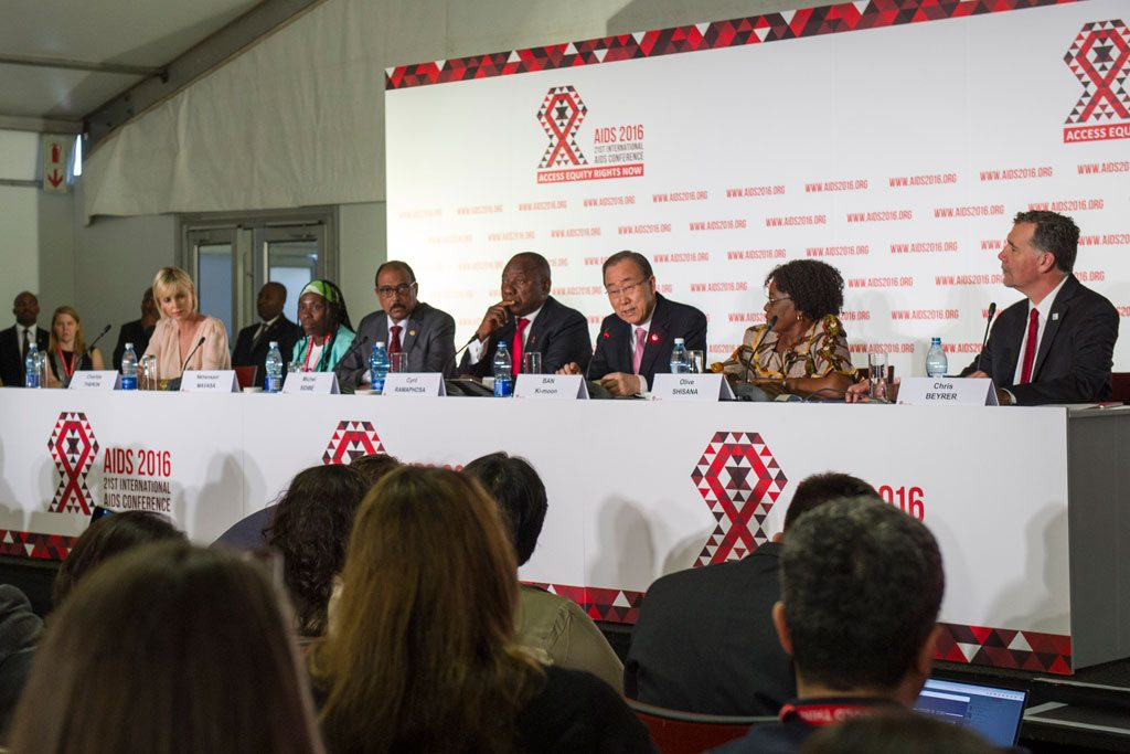 Пан Ги Мун на конференции по ВИЧ/СПИДу в Дурбане Фото ООН/Рик Бажорнас