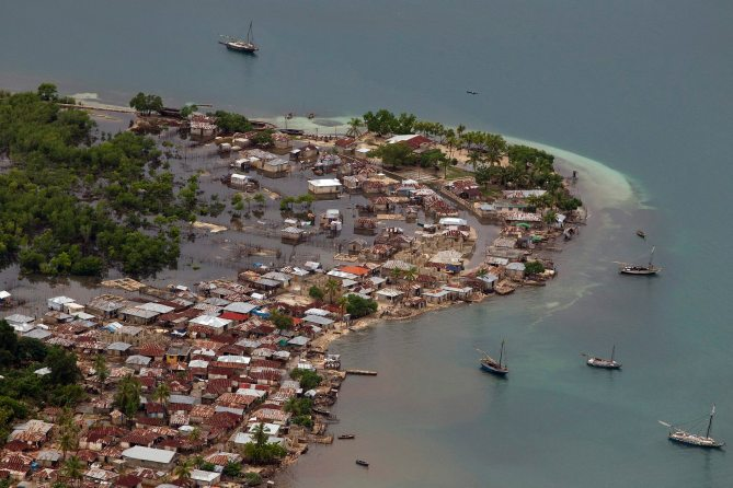 Logan_Abassi_UNMINUSTAH-A_coastal_town_flooded_in_Haiti
