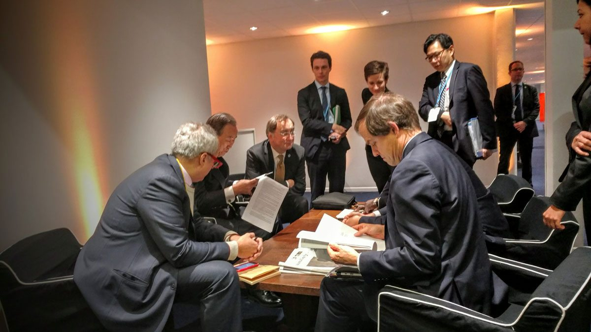Photo:Secretary-General Ban Ki-moon and his advisers review a draft of the Paris Climate Change Agreement at the COP21 in Paris in December 2015.