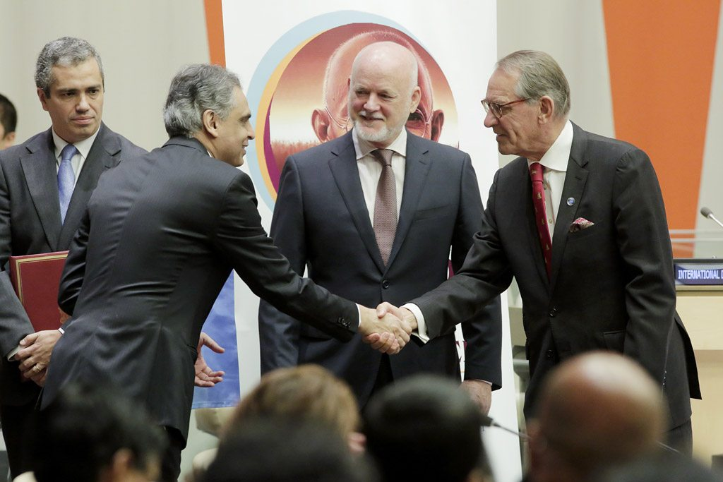 Photo: India ratifies the Paris Agreement on climate change. The country''s Permanent Representative to the United Nations, Syed Akbaruddin (left), shakes hands with UN Deputy Secretary-General Jan Eliasson while General Assembly President Peter Thomson looks on in a ceremony held at the UN Headquarters on 2 October 2016.