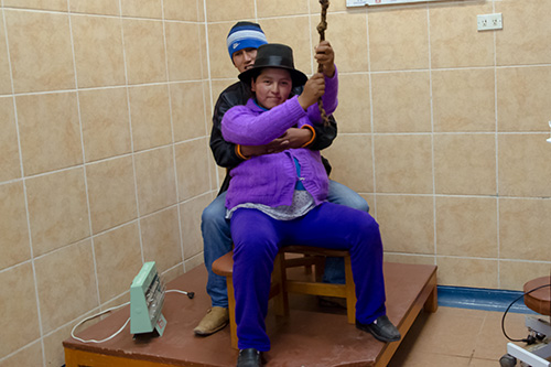 A young couple demonstrate the new equipment available to support vertical deliveries at a clinic in Vilcashuamán. © Panorama/Carlos Gomez