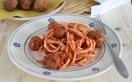 Bucatini con sugo di pomodoro e polpette di melanzane - Una Casa in Campagna - ©2016 Alessandra Colaci