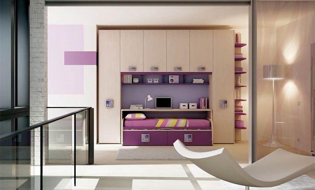 Angolo studio in camera da letto inserito in un sistema arredo organizzato by Moretti Compact